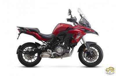 Benelli TRK 502 motor piros