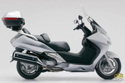 Honda FJS 600 Silver Wing nagyrobogó
