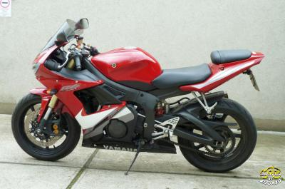 Yamaha YZF R6 600 motor bal oldala
